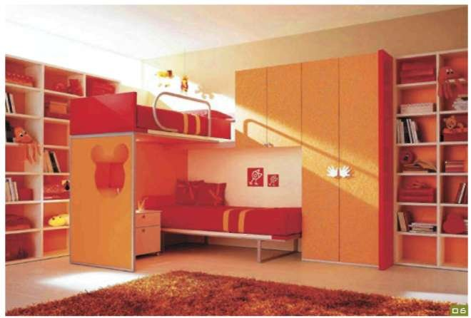 Кровати, расположенные в два яруса, позволяют рационально использовать пространство. Устанавливать их можно самым разным способом