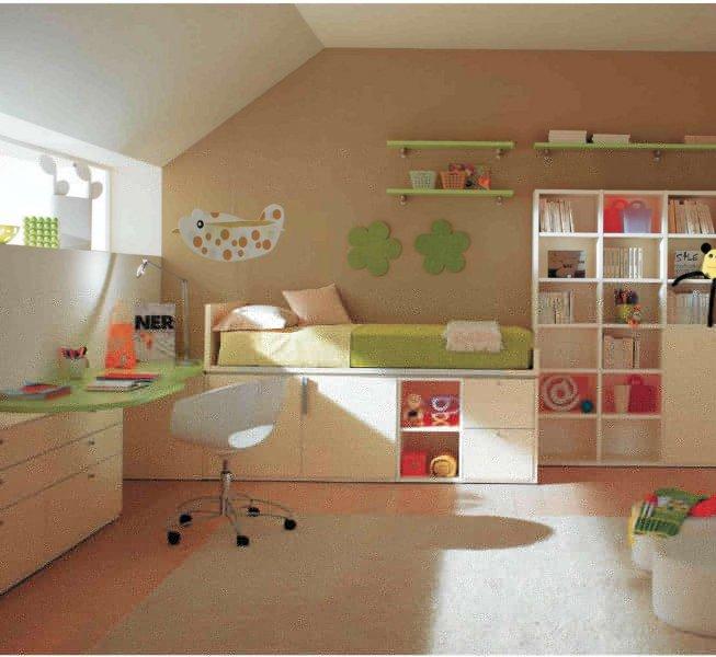 Письменный стол обязательно выбирайте с учетом роста ребенка